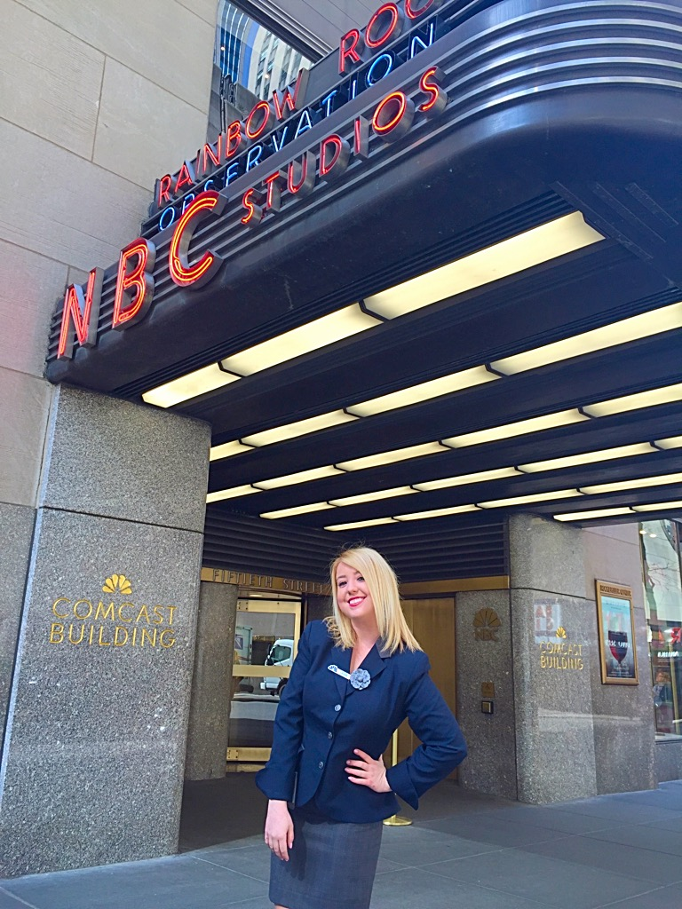 Lauren Higgins in front of NBCUniversal Studio