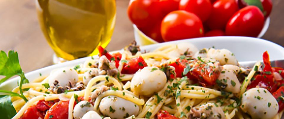 Spaghetti Dish with Mozzarella and Tomatoes