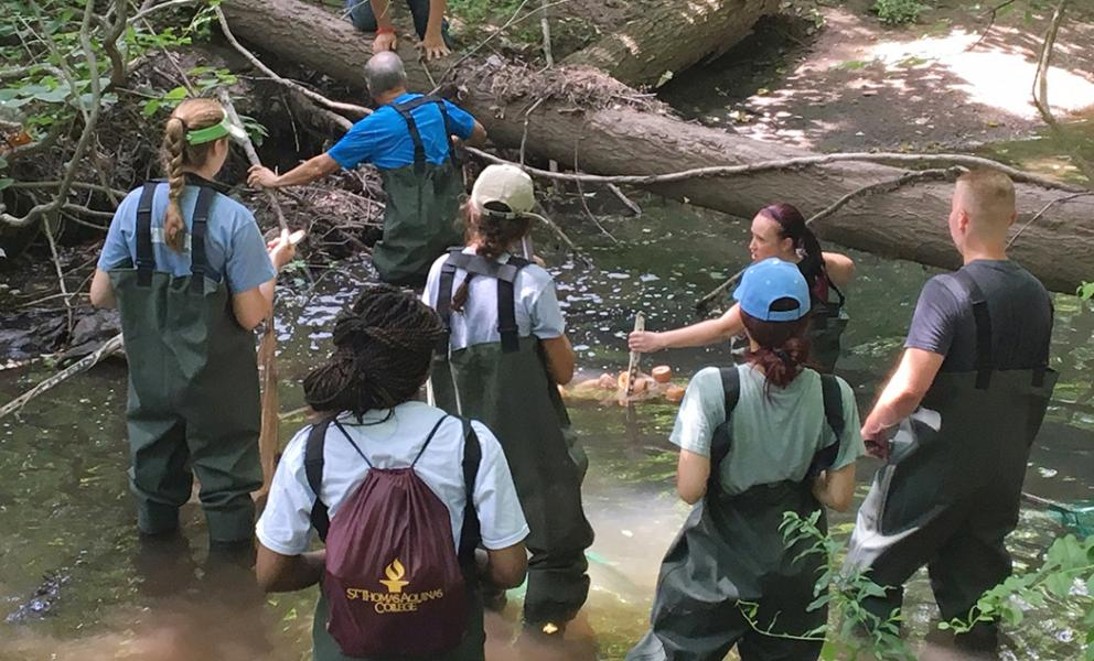 Dr. Rosko and Professor Holt with Suez students at the Sparkill Creek / --
